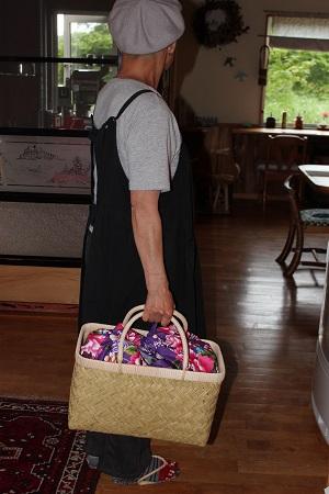 スズ竹ノ市場籠に台湾の花布を中袋に使いました